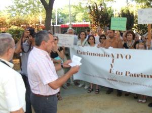 """Jorge M. Palma, presidente de la Asociación de Profesores para la Difunsión y Protección del Patrimonio """"Ben Baso """", leyó el Manifiesto."""