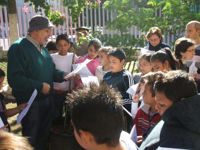 """Recitando el poema """"Dice el árbol"""" de Manuel Benítez Carrasco."""