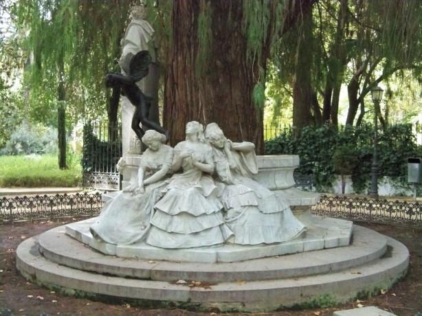 Monumento a Bécquer...las tres expresiones del amor