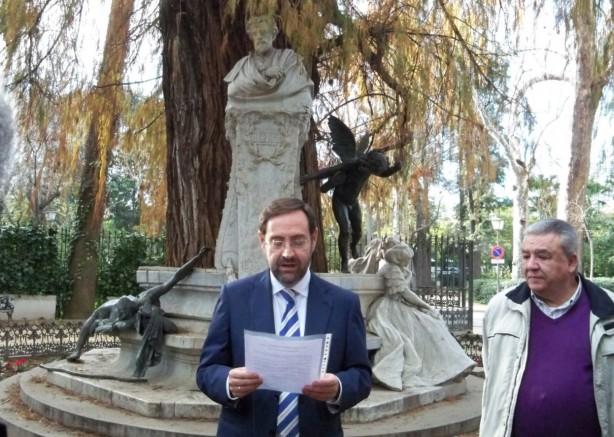 Alberto Martínez, de la Asociación Ciudadanos por el Medio Ambiente leyendo le Memorial de Lamentaciones.
