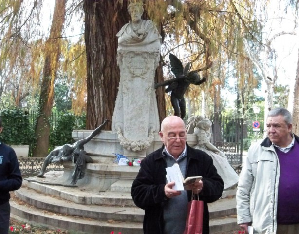 Juan Antonio Bertomeu, recita una rima de Bécquer.