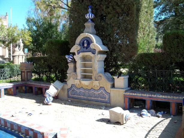El día 19 de marzo de 2012 la Glorieta dedicada a Rodríguez Marín en la Plaza de América fue vandalizada