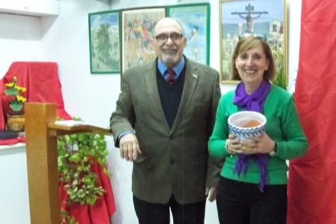 Pepi Núñez recogiendo el premio del concurso de macetas