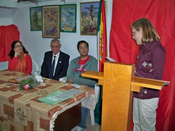 """Intervención de Marisol Buero, autora de la placa de cerámica y del libro """"Entre los árboles del parque""""."""