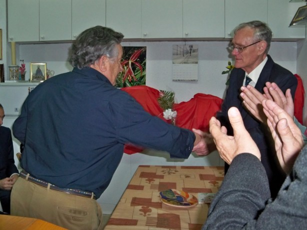 José Elías saluda a su amigo Alberto García Camarasa.