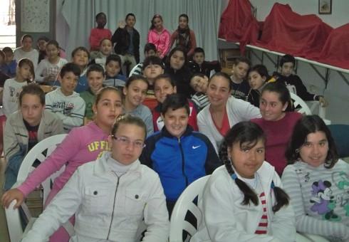 Los alumnos del colegio Manuel Canela en la sede la Asociación Amigos de los Jardines de la Oliva.