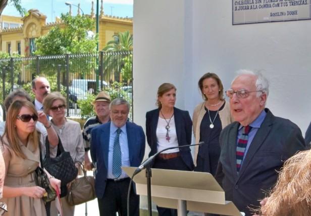 Aquilino Duque dándole las gracias a Sevilla