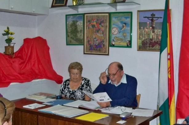 El presidente y la tesorera de la Asociación Amigos de los Jardines de la Oliva