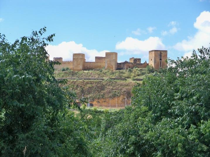 La antigua fortaleza almohade de Alcalá de Guadaíra cuya titularidad le cedió el Ayuntamiento de Sevilla en el año 2007.