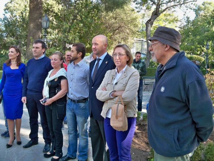 Auroridades y familiares Paco Marín en la Alameda del Tajo antes de la Platación