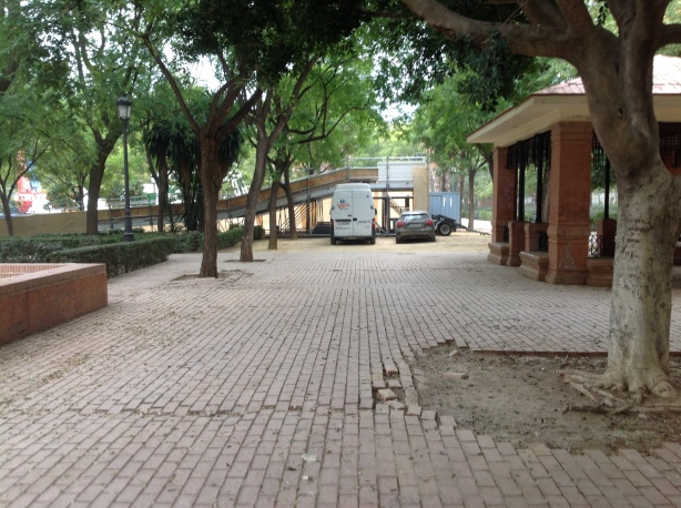 Asli queda el pavimento después del paso de los vehículos pesados
