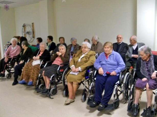 Los ancianos residentes.