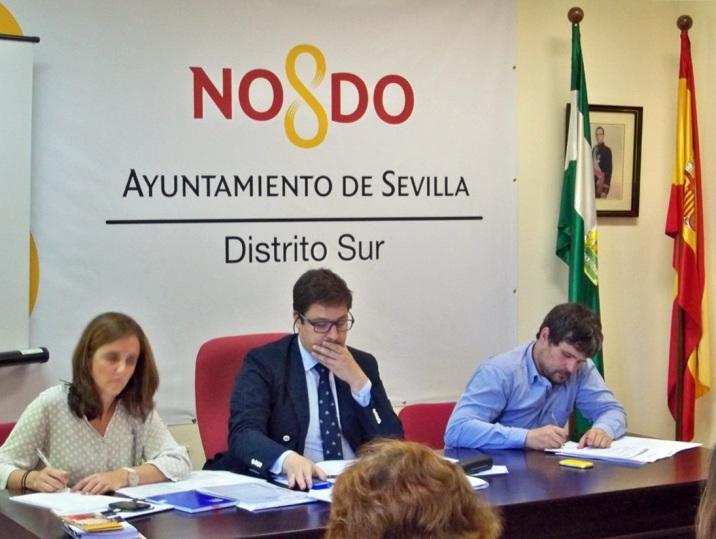 El Delegado del Distrito Sur presidiendo la Junta Municipal