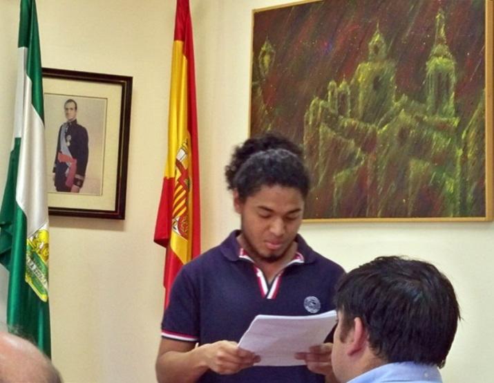 Un alumno de la Facultad de Derecho, solicitando la rotulación de una calle con el nombre del profesor Don Luis Olivencia Brugger.