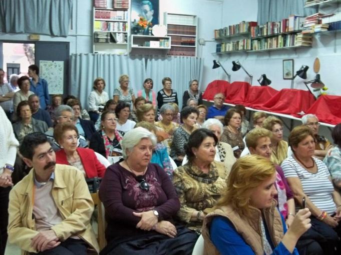Los asistentes emocionados con el pregón.
