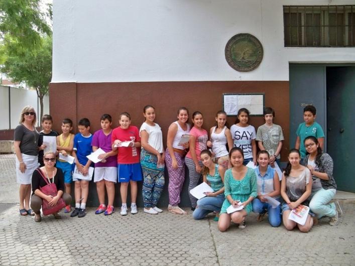 Los alumnos del colegio Manuel Canela en la puerta de nuestra sede social