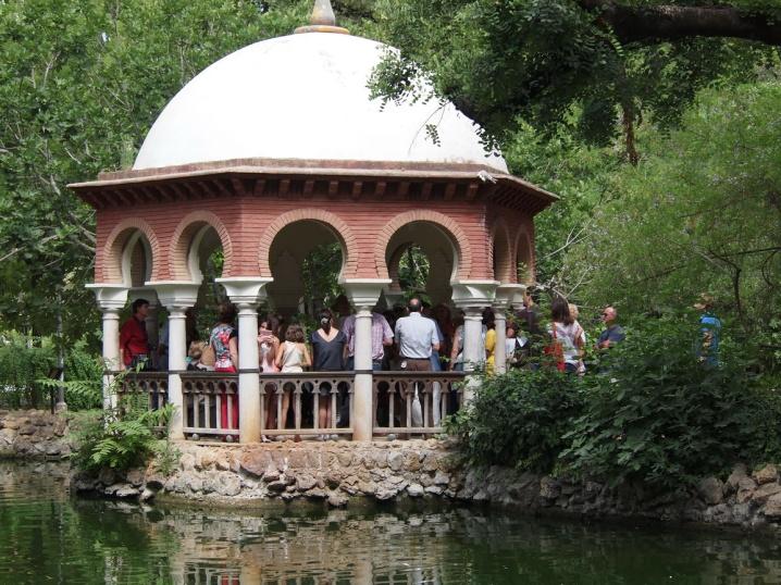 En el templete, los monitores informaron de las próximas actividades que hay programada para conmemorar el centenario del Parque de María Luisa.