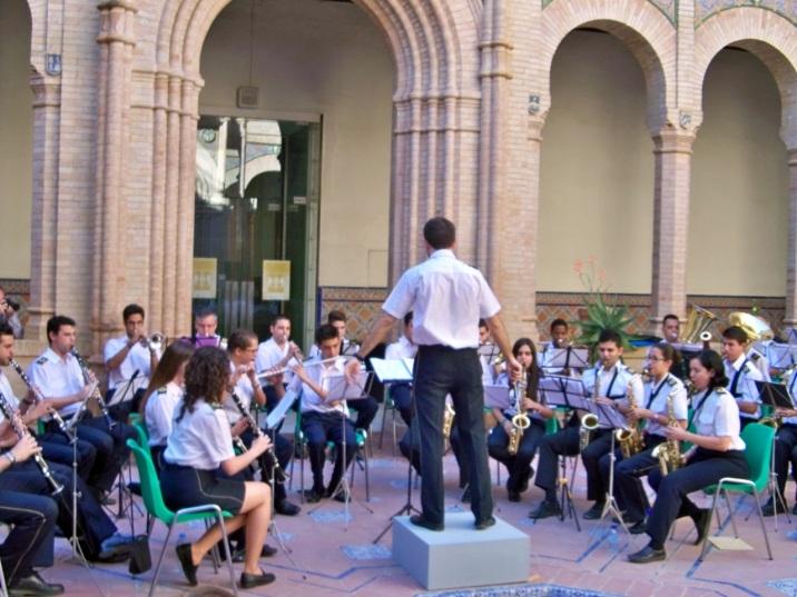 El Palacio Mudejar vibró con la Banda de Música  Nuestra Señora del Sol, que nos ofreció un recital de pasodobles bajo la magitral batura de Rafael Riubériz de Torres Fernández.