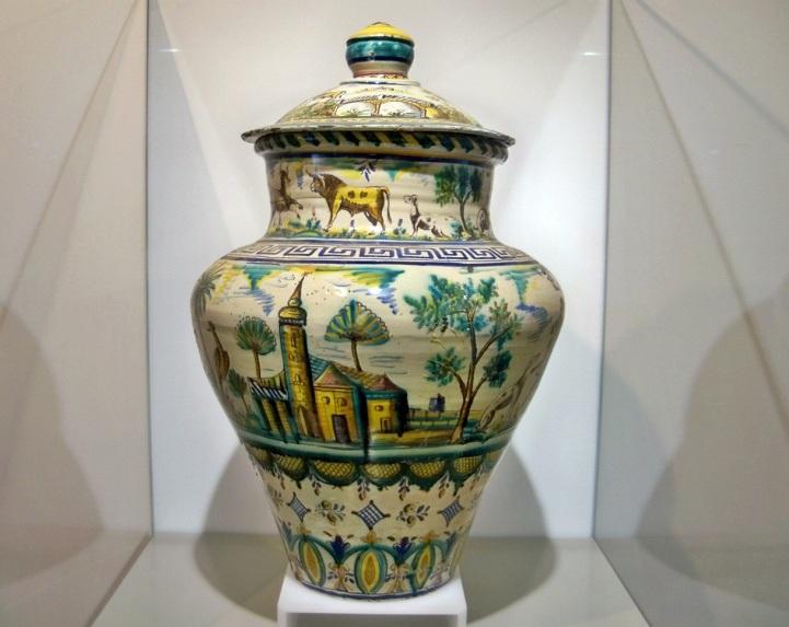 Jarrón de cerámica.
