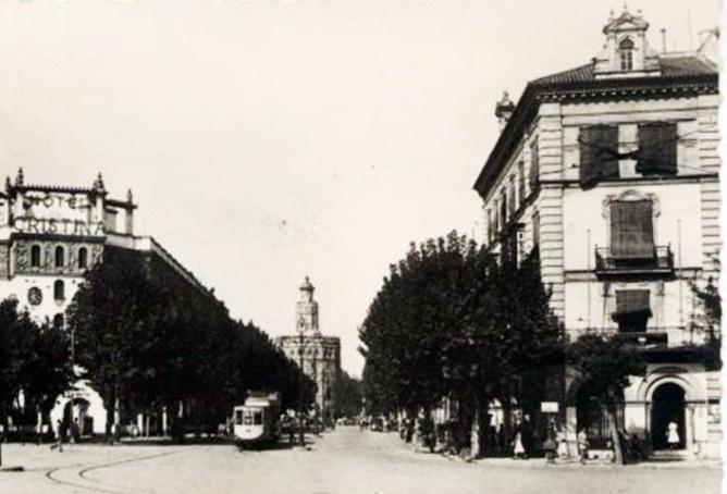 Una antigua fotografía de la calle Almirante Lobo...por supuesto con árboles de sombra.