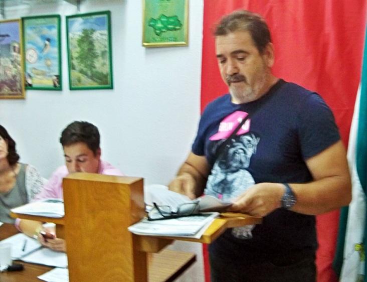 Juanma, de los Verdes del Sur, manifestando su preocupación por el Parque Guaraíra, los huertos familiares y el paro.