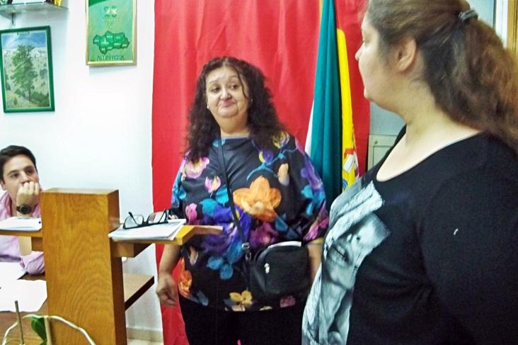 Representantes del Equipo Mediador, informando de la labor que realiza en el Polígono Sur.