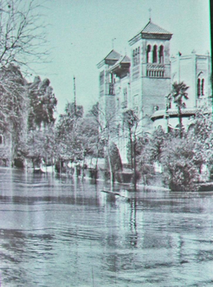 La riada del Tamarguillo, también la sufrió el Parque de María Luisa