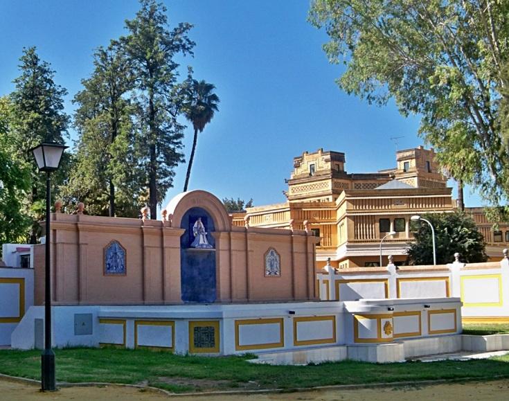 Glorieta de la Virgen de los Reyes, recién restaurada y que fue ampliamente detallada a los alumnos del colegio Manuel Canela