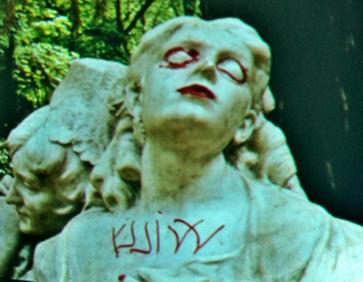 Las negras sombras del vandalismo se cebaron con la Glorieta de Bécquer...