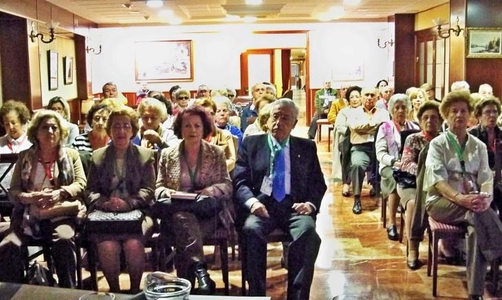 Numerosos alumnos asistieron a la conferencia sobre el centenario Parque de María Luisa y sus glorietas.