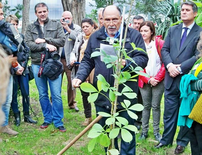 """Jacinto Martínez, recita el poema """"Dice el árbol"""" del poeta granadino Manuel Benítez Carrasco."""