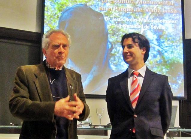 Fernando Fernández Gómez, Secretario General de la Real Academia de Bellas Artes Santa Isabel de Hungría, presentando al ponente profesor Jesús Rojas-Marcos González.