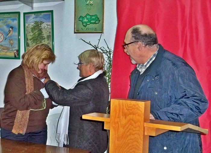 Imposición de la insignia de Socia Honorífica de Amigos de los Jardines de la Oliva.