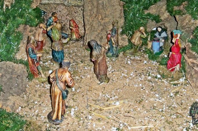 Nuestro Belén es pequeñito, apenas un metro cuadrado, nos faltan las figuras de los Reyes Magos...
