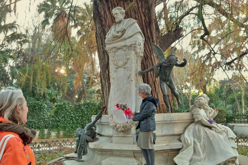 Un año más...le ofrecemos la rosa de la sensibilidad a nuestro paisano Gustavo Adolfo Bécquer,
