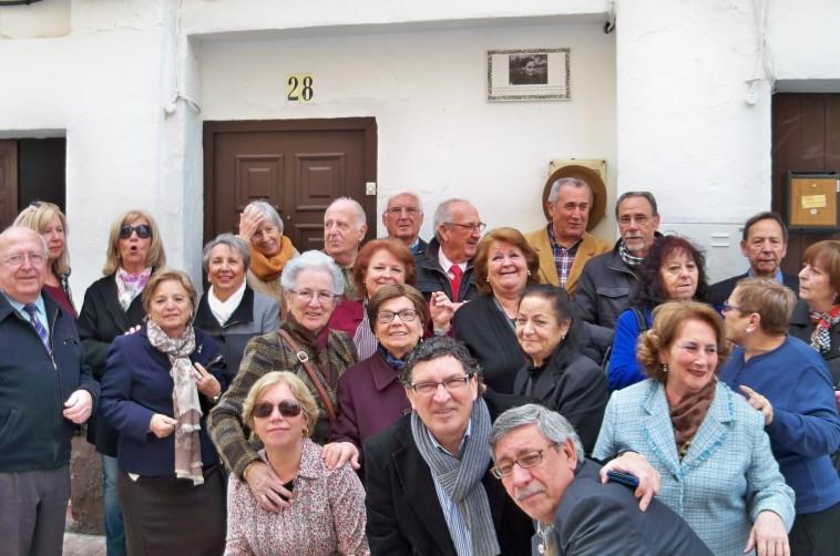 Los antiguos vecinos de San Bernardo...asistieron al acto con modélico civismo y solidaridad.
