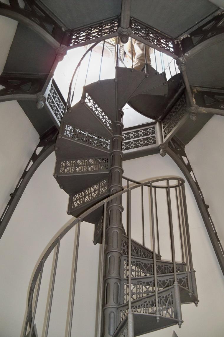 Escalera de caracol que conduce al Chapitel-Mirador.