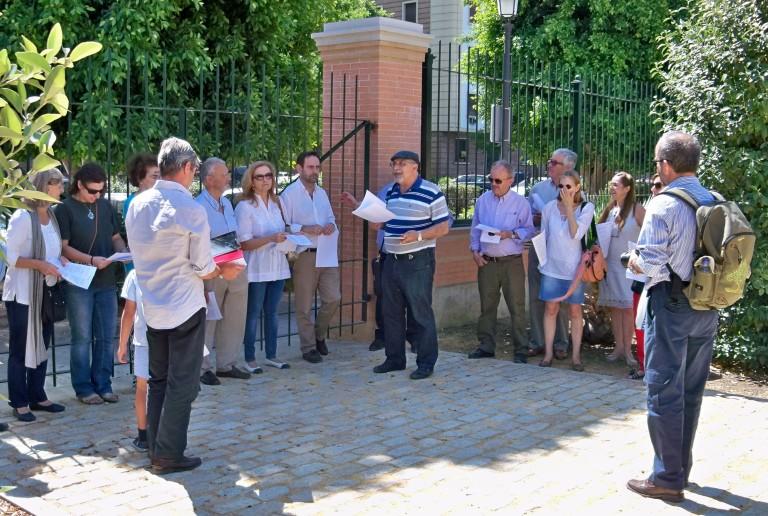 Una representación de la Plataforma se reunieron el los Jardines del Prado