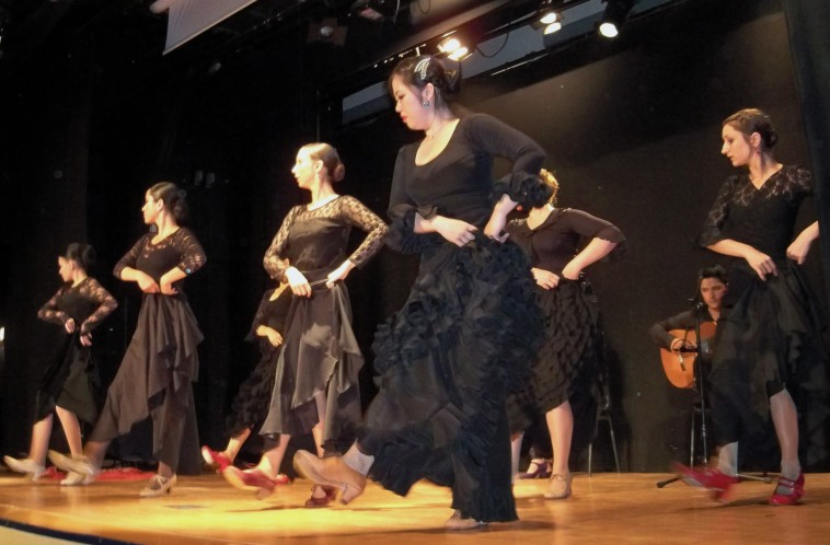 Y, llegan a Sevilla para sentir el flamenco.