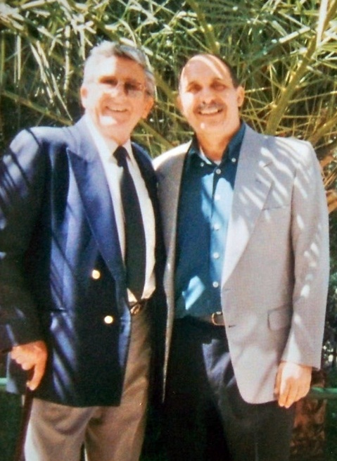 Jacinto Martínez con su amigo el poeta Manuel Benítez Carrasco, en el día de la inauguración de la Avenida que lleva su nombre