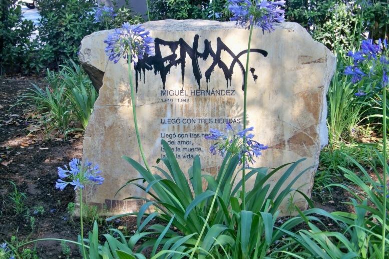 Lamentablemente, estos jardines también padecen el vandalismo