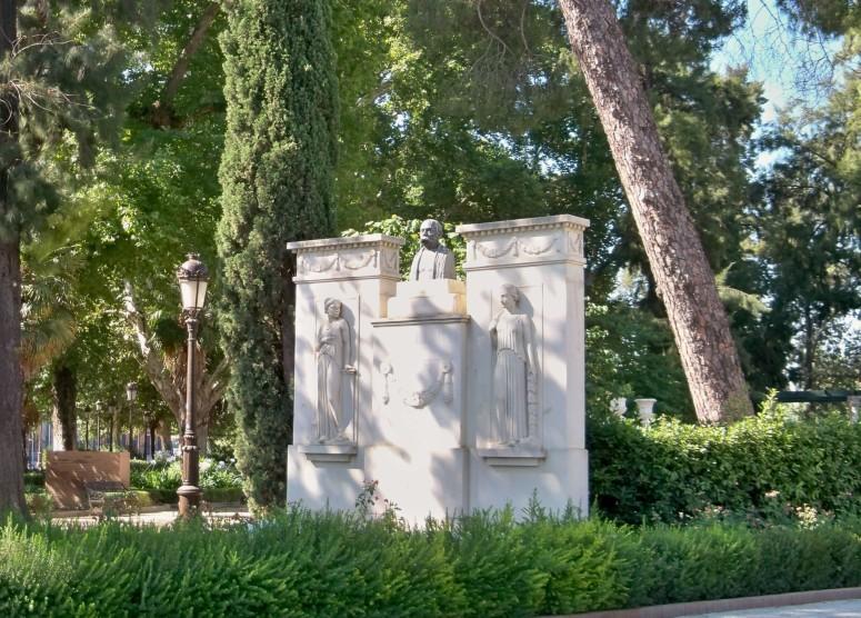 Monumento a Castelar: Emilio Castelar y Ripoll, nació en Cádiz yen 1832, fue presidente de la I República Española y gran parlamentario, que abolió la esclavitud en las colonias del Caribe. El autor del monumento fue el escultor Manuel Echegayan González.