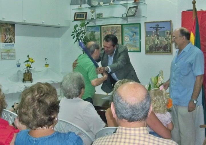 El día 22 de septiembre de 2011, don Juan Espadas entregó las placas de recuerdo a las personas mayores homenajeadas.