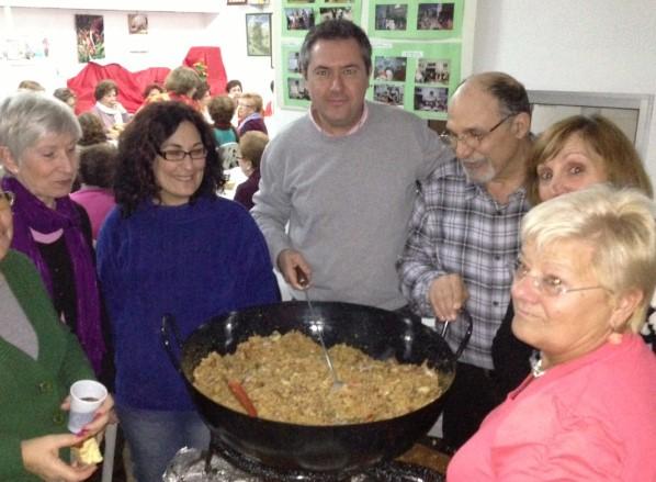El día 26 de enero de 2013, don Juan Espadas degustó las migas elaboradas por nuestra socia Pilar Nogales.