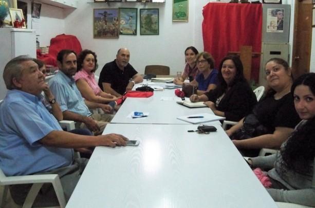 Ángela Lara con los representantes de la Plataforma Ciudadana, la Asociación Amigos de los Jardines de la Oliva y de la Cocina Solidaria