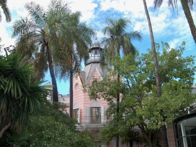 La Casa Rosa vista desde el jardín