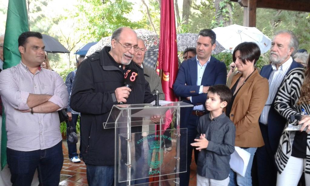 Jacinto Martínez, recita el poema