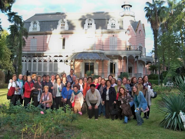 Los vecinos del Polígono Sur visitaron el jardín de la Casa Rosa