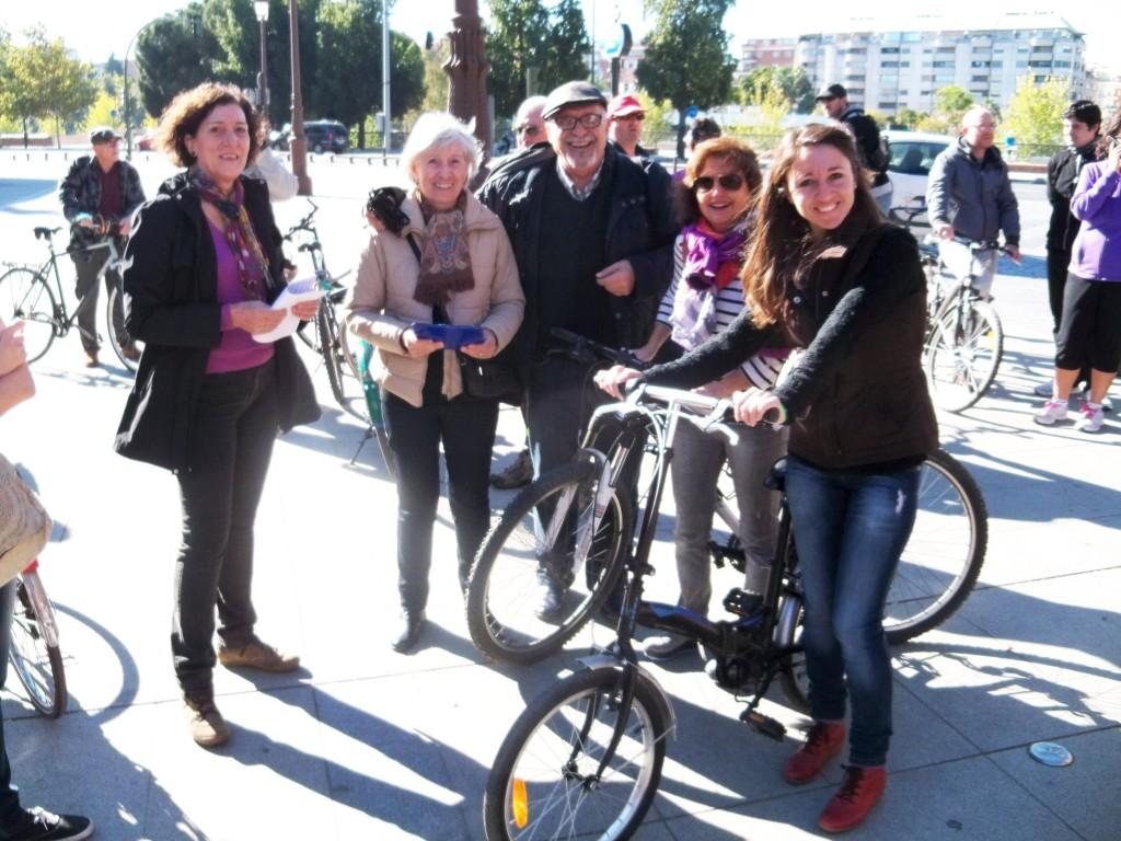 Representantes de la Asociación Amigos de los Jardines de la Oliva que asistieron a la marcha.