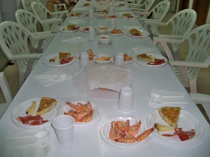 Nuestras directivas Pepi, Conchi y Esperanza lo prepararon todo para pasar una agradable comida.